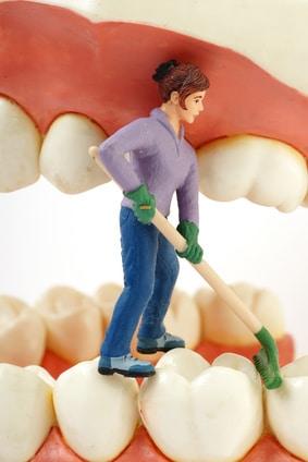 Zähne professionell beim Zahnarzt reinigen